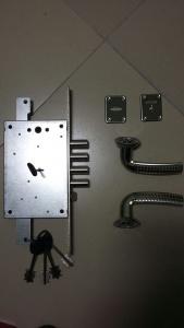 Комплектация замены дверного замка
