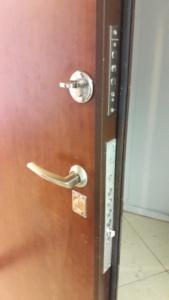Дверь с одной стороны